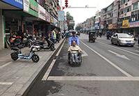 铅山交警推轮椅送老人过马路 暖心之举获市民点赞
