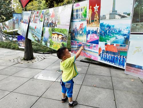 艺术展览记录红色记忆