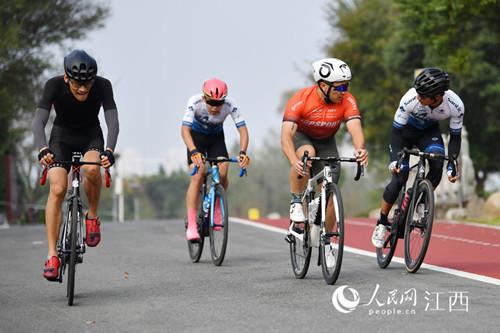 50支队伍参赛 环鄱阳湖自行车赛高新站开赛